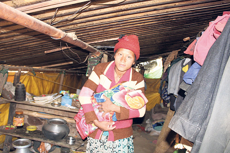 Earthquake victims struggling against cold