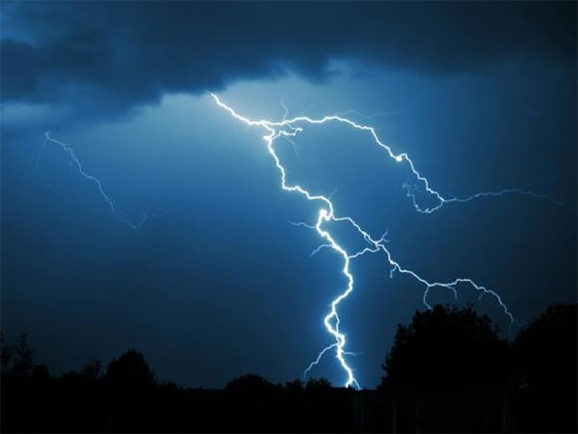Lightning damages 7 transformers, cuts off power supply