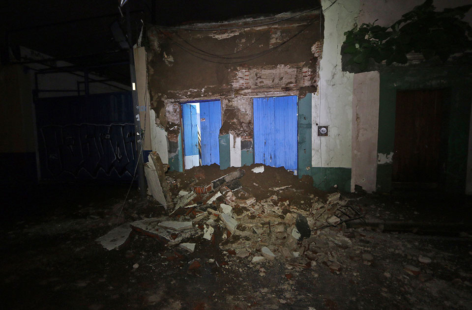 8.1 earthquake hits Mexico, at least 5 dead; tsunami waves