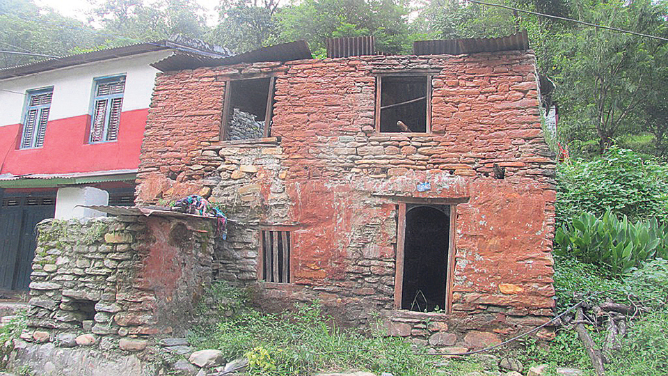 Quake-victim's family deprived of government aid