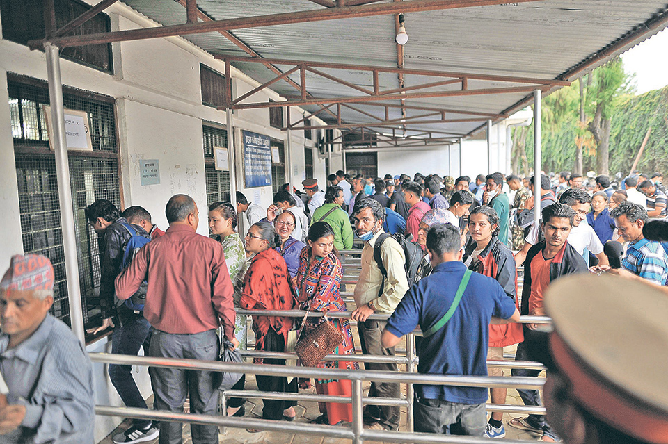 Public starts getting new banknotes for Dashain