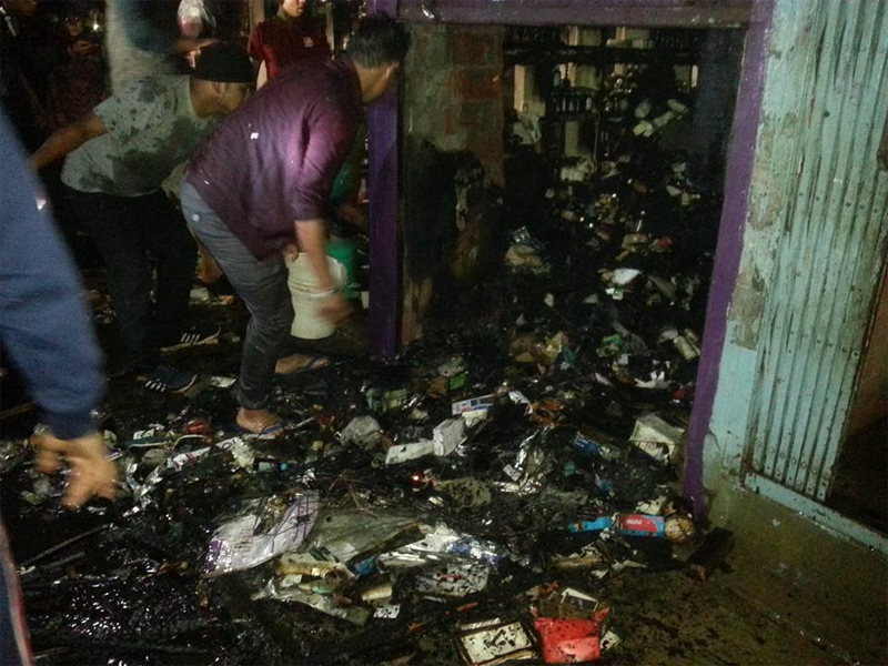 Blaze reduces pharmacy and mobile shops to ashes
