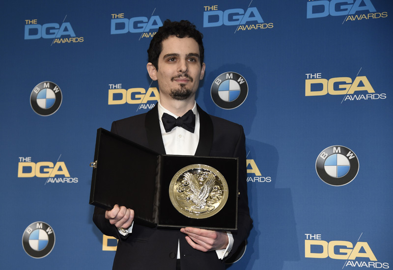 'La La Land' continues dance to the Oscars with DGA win