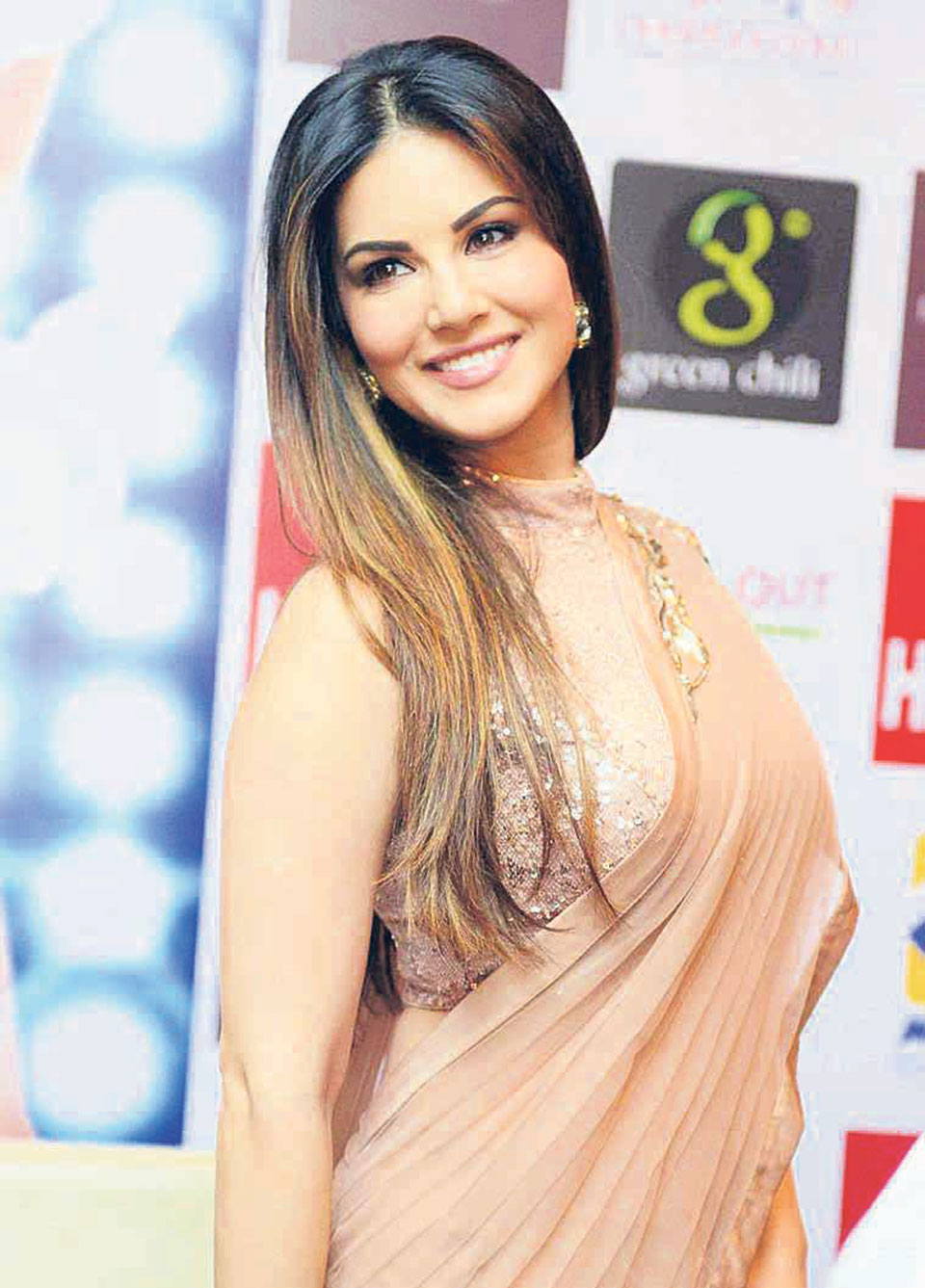 Thousands greet Sunny Leone in Kochi