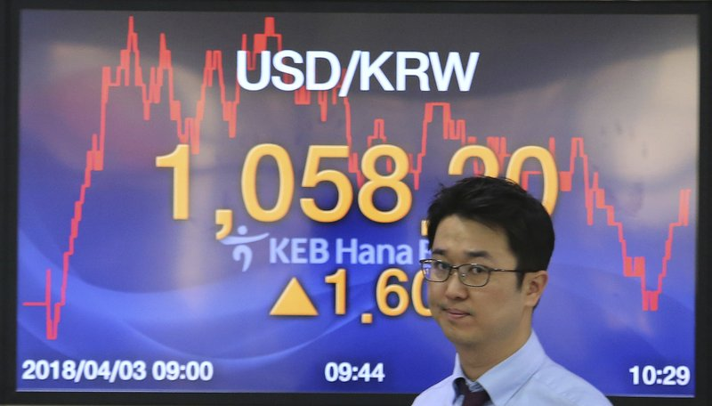 Asians stocks fall on US-China trade tensions, yen rises