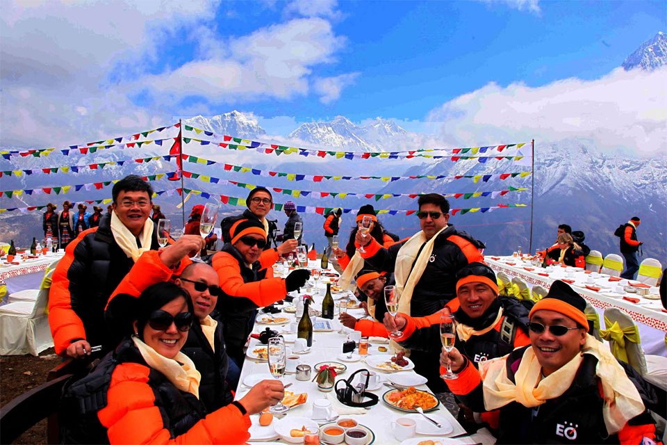 How to have breakfast 18,000 ft Up Mount Everest