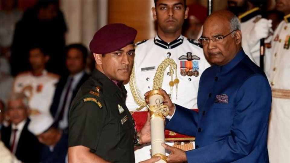 Dhoni receives prestigious India award