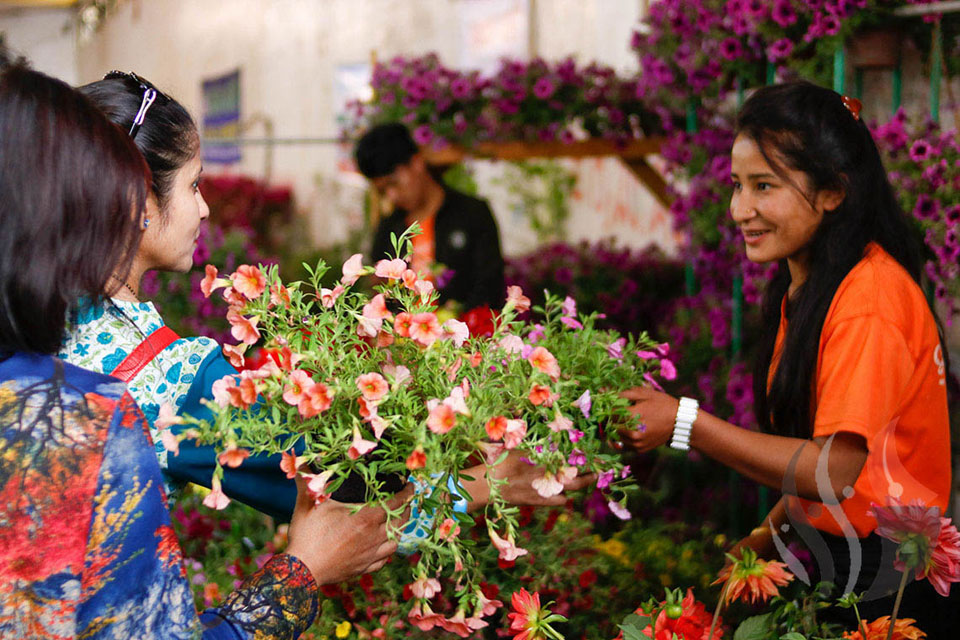 Flocking to floral expo