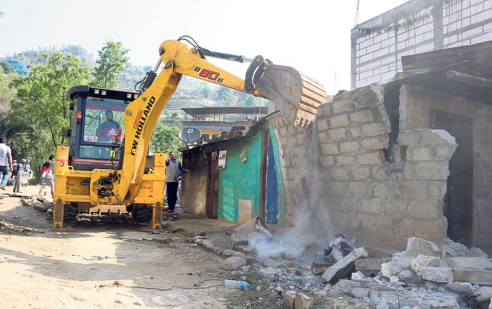 Municipality starts tearing down illegal structures