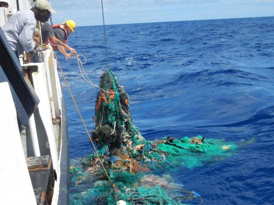 World's first ocean plastic-cleaning machine set to tackle Great Pacific Garbage Patch