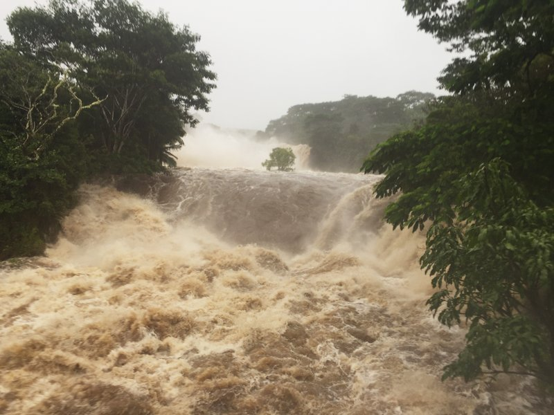 5 rescued from flooding as hurricane pelts Hawaii with rain