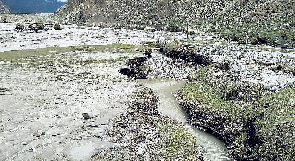 Worst flood in '3 decades' hits Mustang