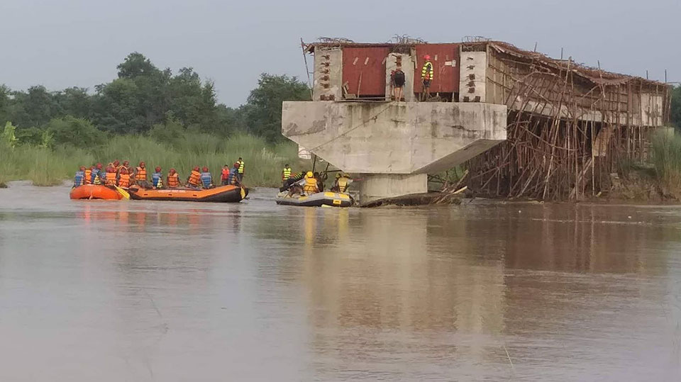 Update: Rautahat boat capsize: 2 dead,21 rescued, 3 missing (photo feature)