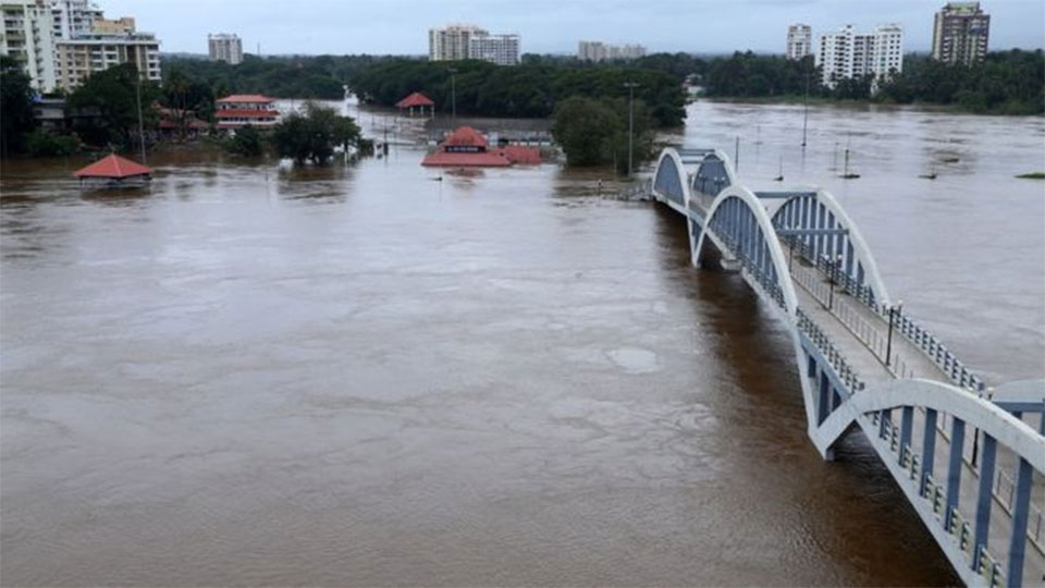 India monsoon floods kills 164 in Kerala