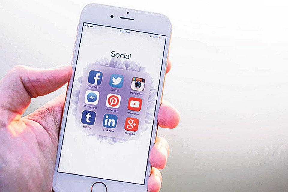Facebook, Twitter sucked into India-Pakistan information war