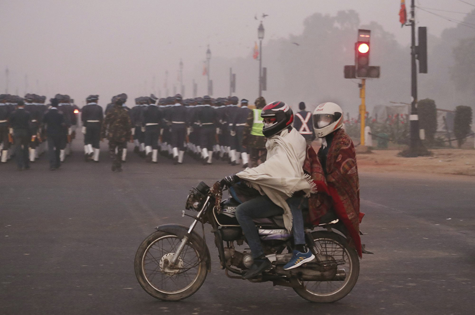 Indian firefighters battle air pollution in New Delhi