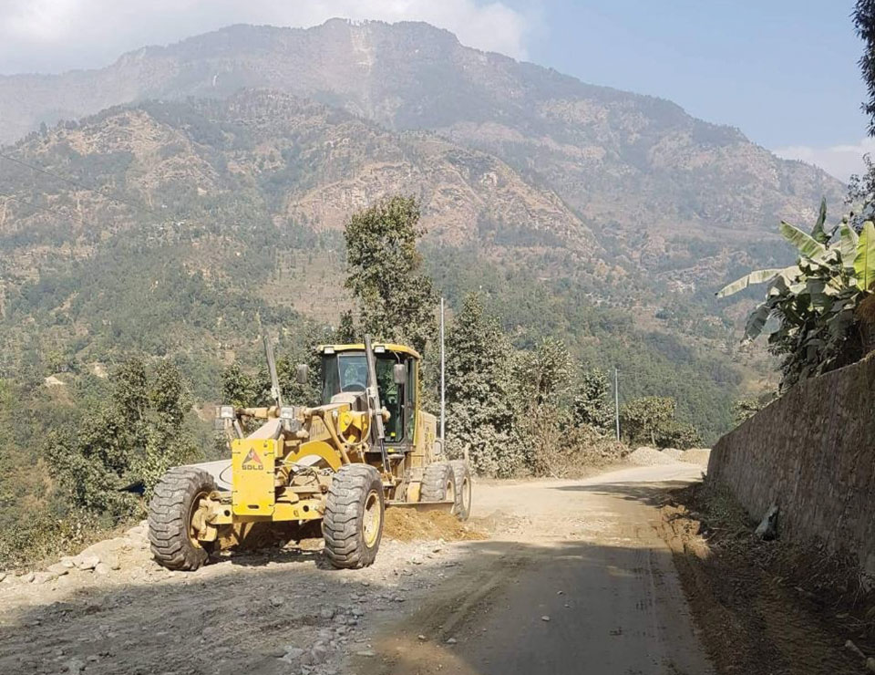 Contractor blamed for sluggish Lamosanghu-Jiri road improvement