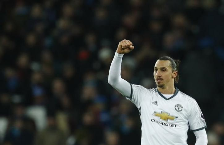 Manchester United's Mata and Ibrahimovic sink 10-man West Ham
