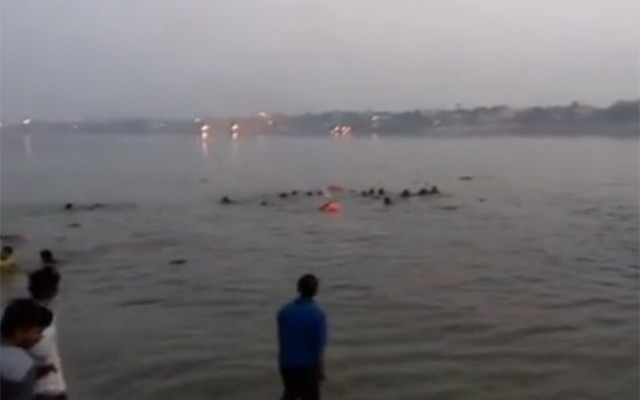 At least 19 dead in India as boat capsizes in Ganges