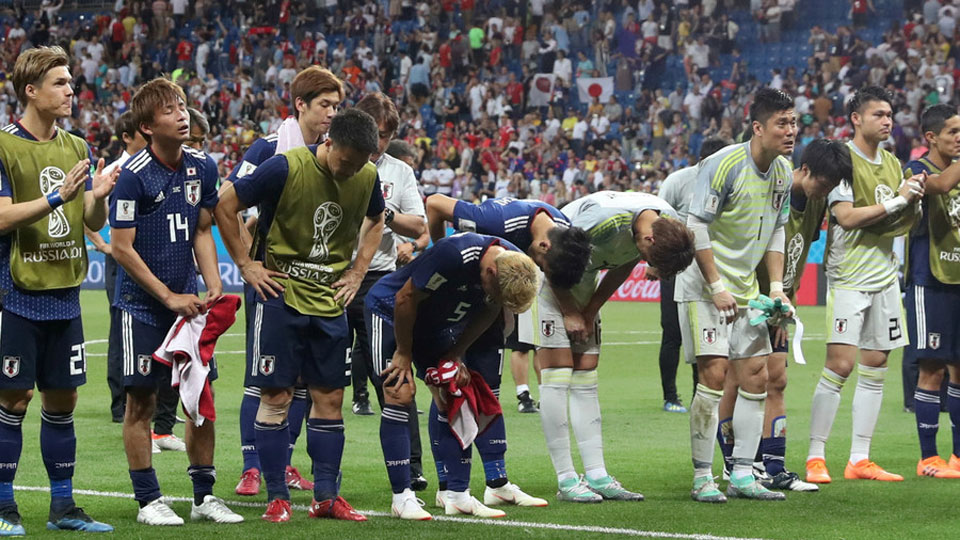 Pure class: Japan cleans out lockers & bows to fans after devastating World Cup defeat
