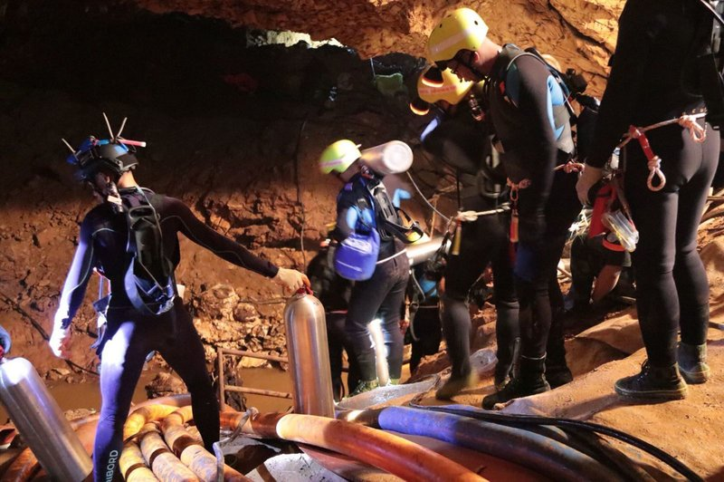 Operation to rescue Thai boys in flooded cave starts
