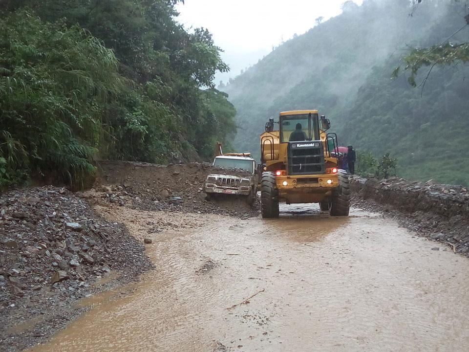 Jeep buried as landslide obstructs Narayangadh - Mugling road