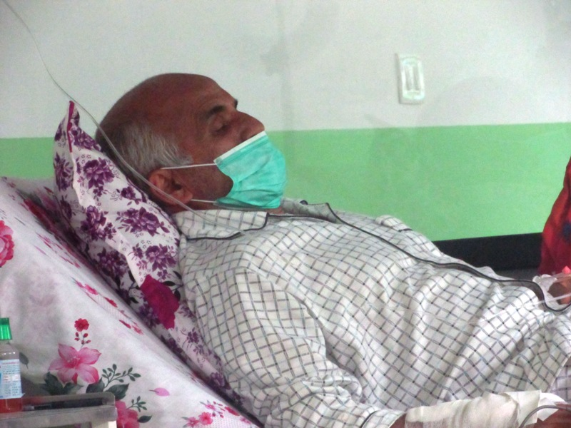 Docs prepare to place Dr KC on ventilator