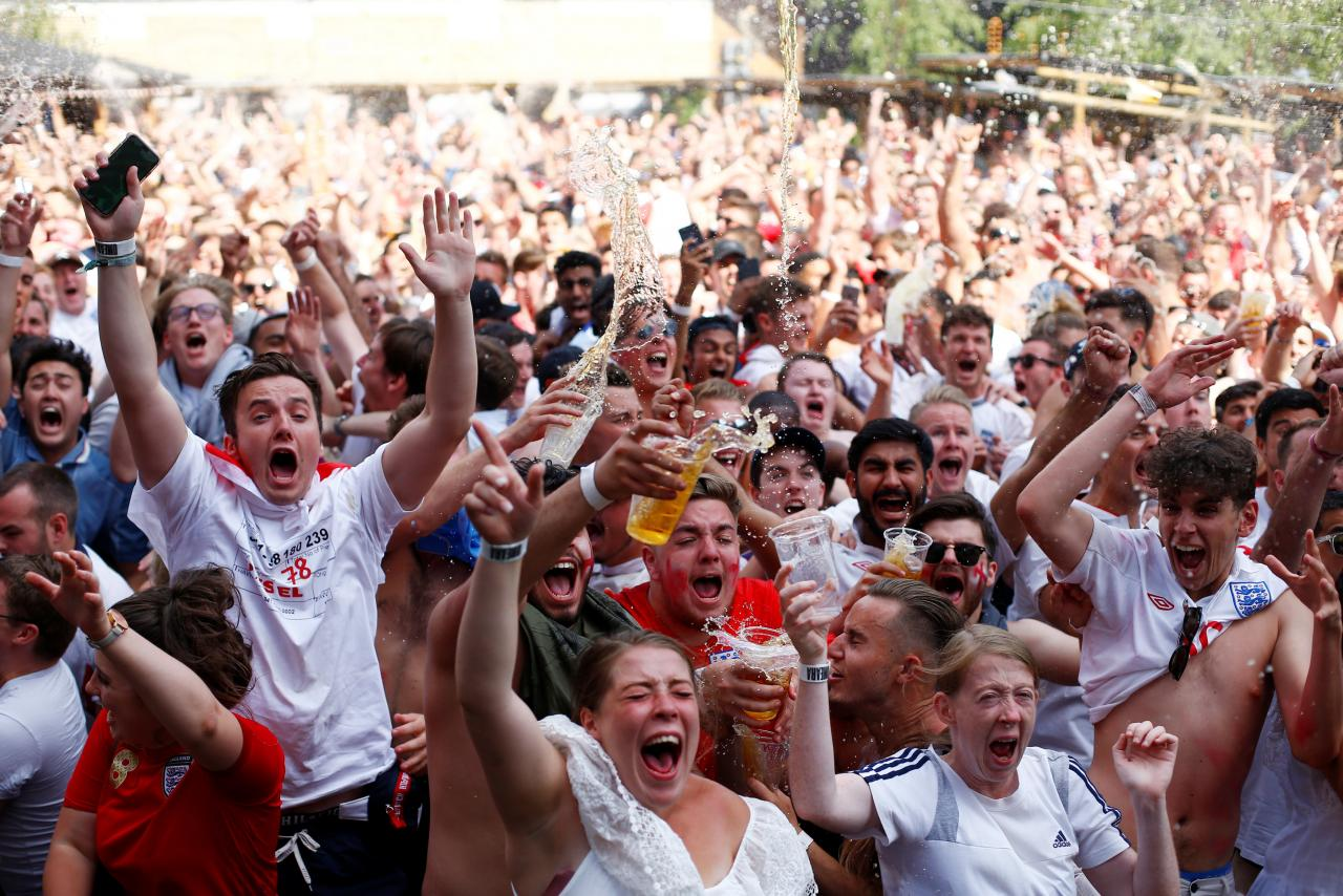 Beers, burgers and TVs - World Cup spending helps UK retailers