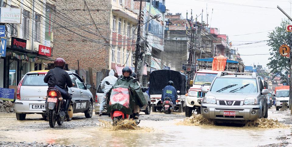 Traffic mayhem on the Chabahil–Sankhu stretch