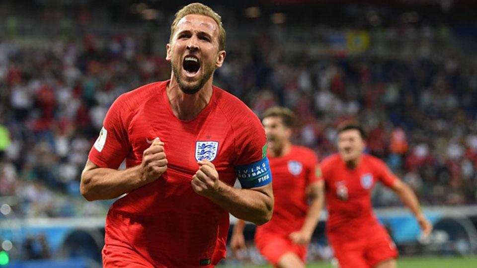 Kane scores in injury time as England beat Tunisia