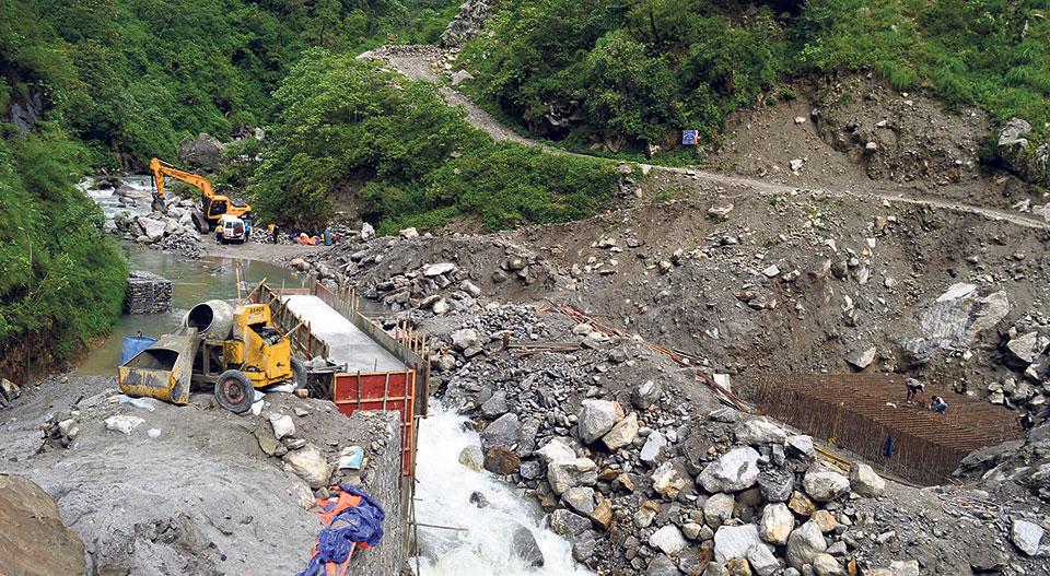 Construction of bridge over Mardi River in full swing