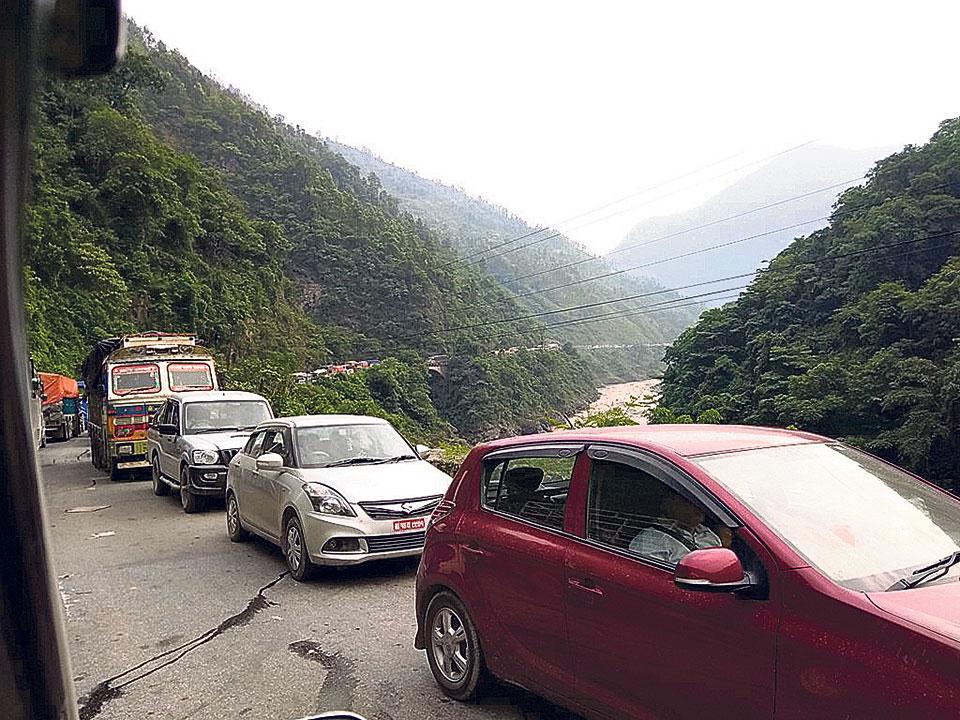 Daily landslides plague travelers on Mugling-Narayanghat road