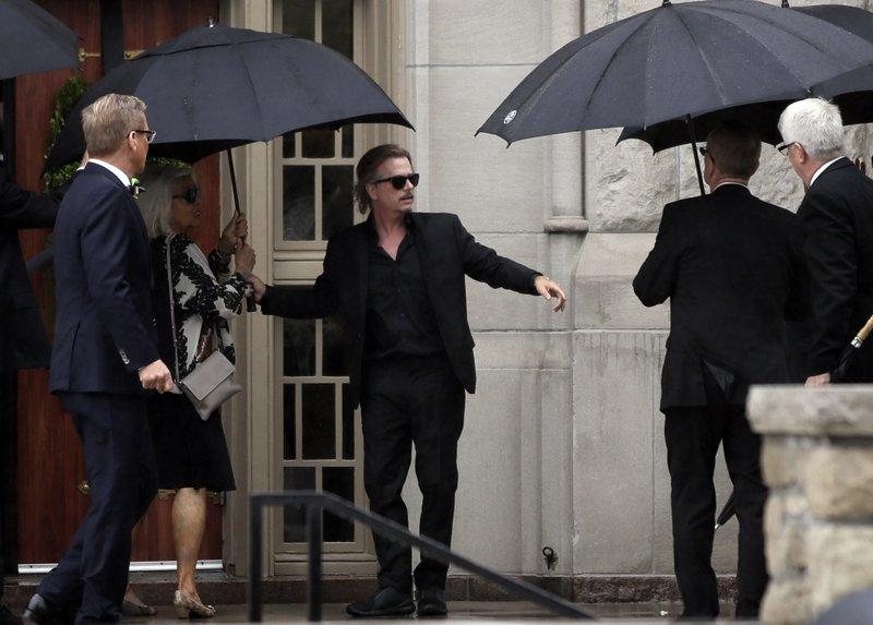 Hundreds attend funeral for fashion designer Kate Spade