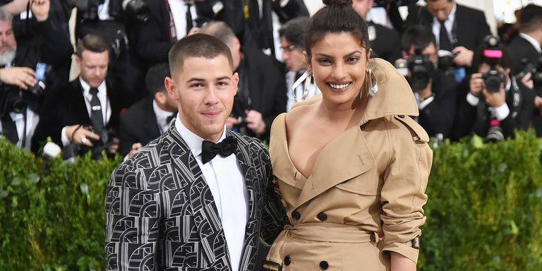 Nick Jonas makes relationship with Priyanka Chopra Insta-official