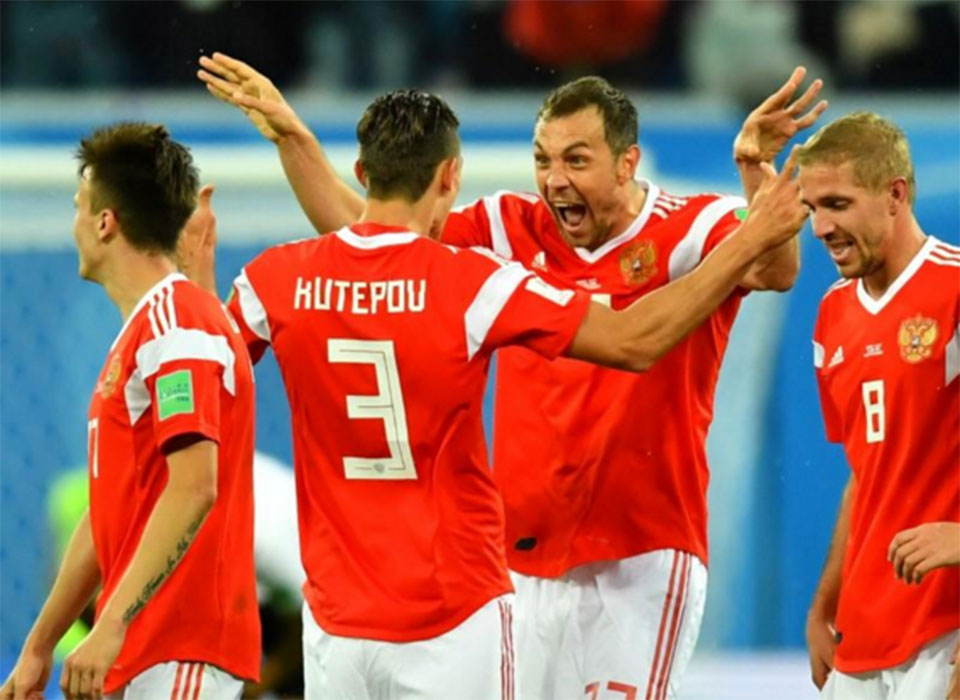 Russia on brink of last 16 with win over Egypt