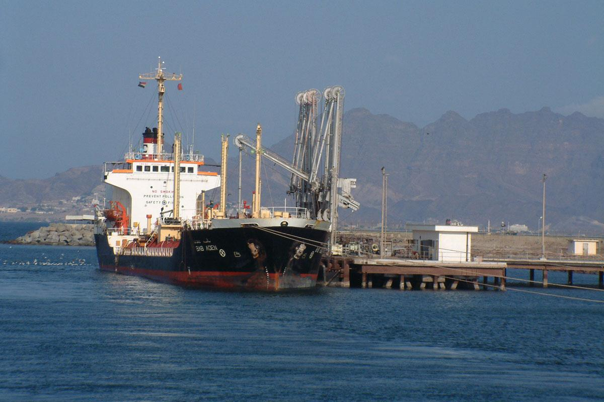 Yemen's Houthis indicate willingness to hand over port to UN
