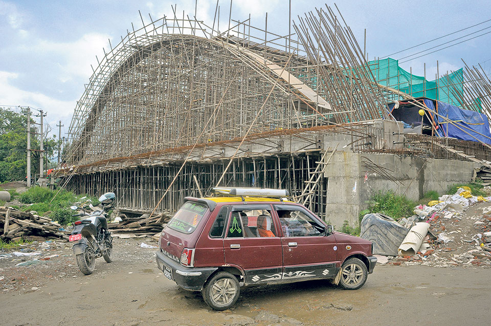 What delayed the construction of Nepal's first arc bridges?