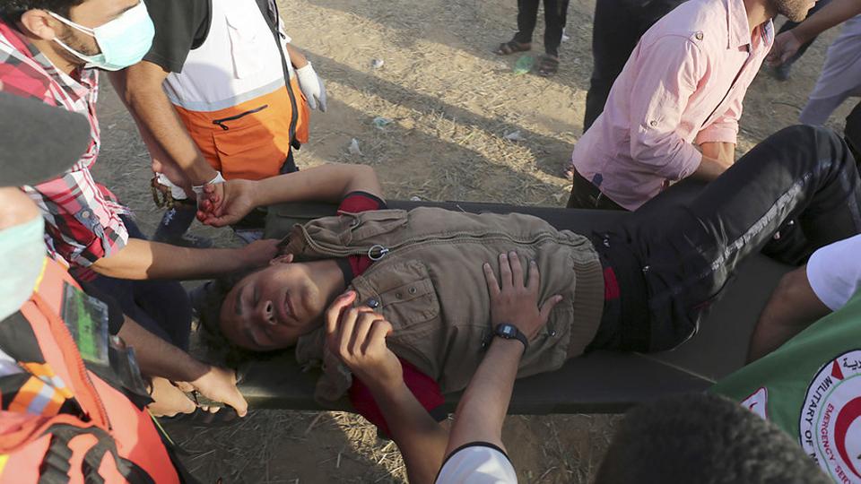 Israel continues crime at Gaza border