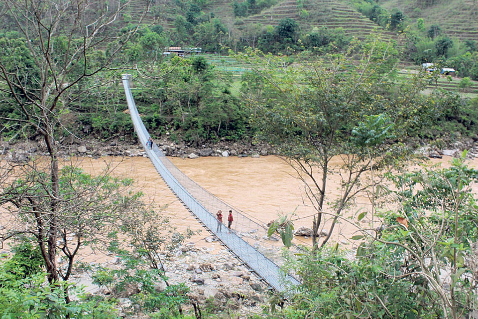Bridges replace Dhading's risky tuins
