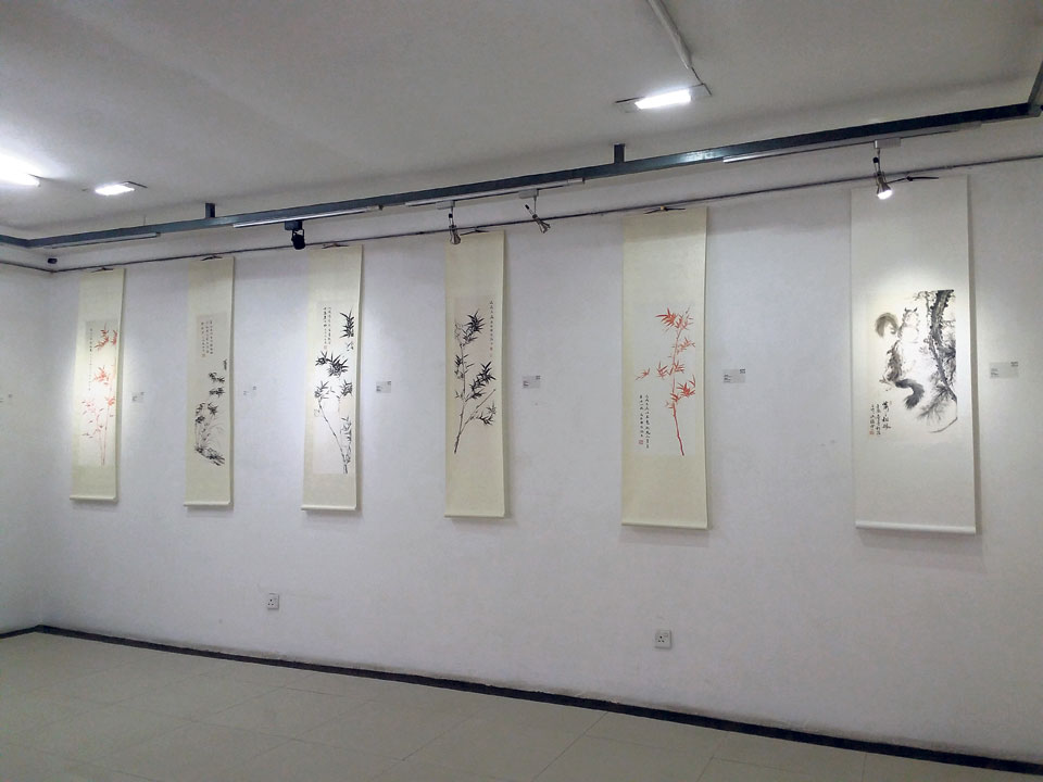 Exhibiting traditional and modern Chinese art