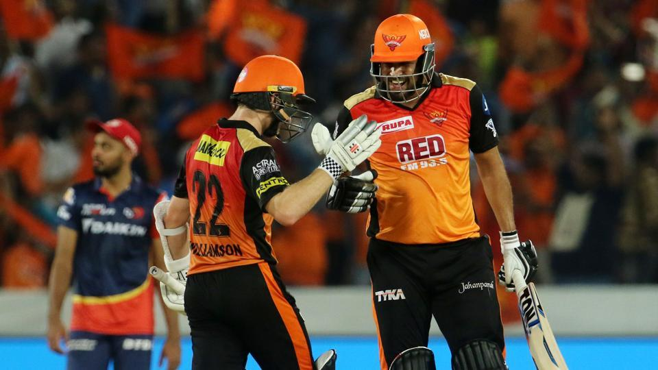Sunrisers Hyderabad move to top of IPL table with seven-wicket win over Delhi Daredevils