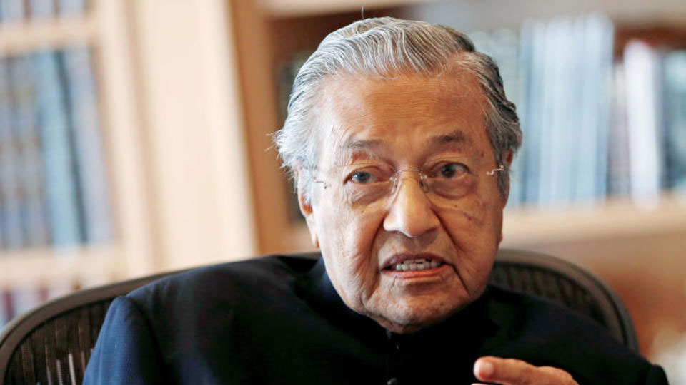 Malaysia's former leader set to become world's oldest PM at 92
