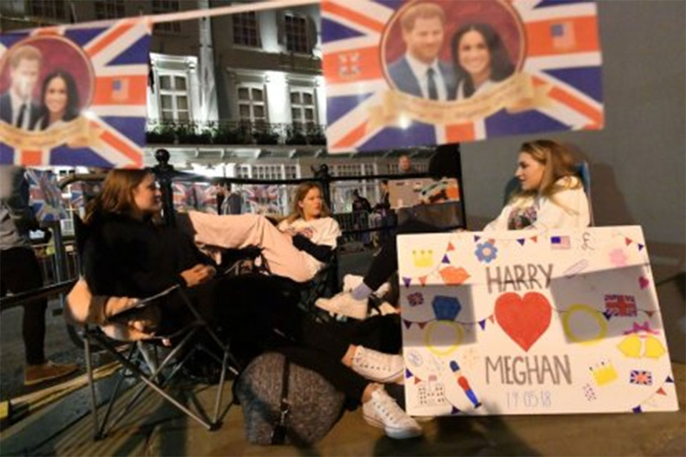 Fans descend on Windsor for Harry and Meghan's lavish royal wedding