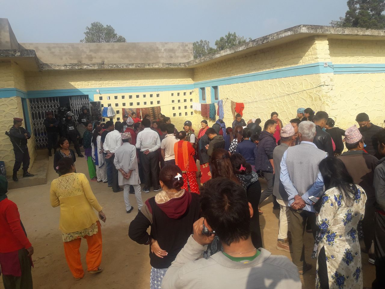 Relatives hurl stones at District Hospital after death of to-be mother