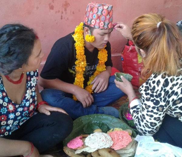 Prisoners receive Bhai Tika in prison