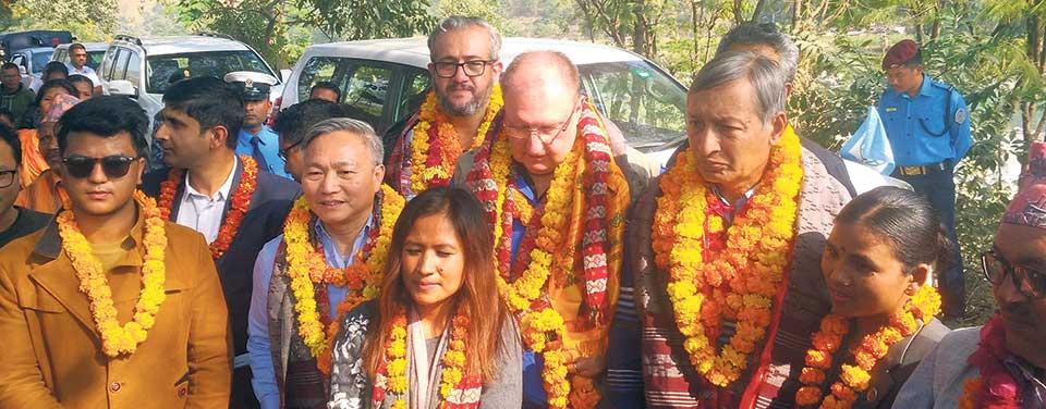 FinMin, senior World Bank official visit Majhi settlement