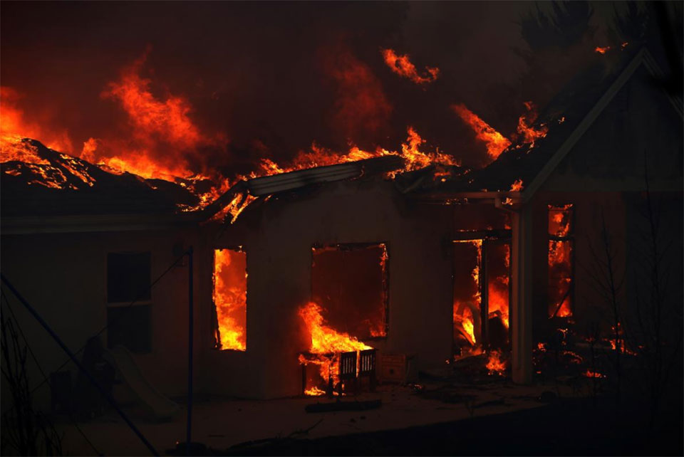 California wildfires rage, death toll at 42, hundreds missing