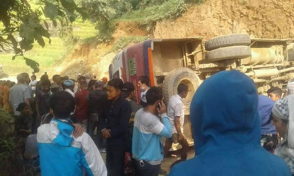 5 injured, 1 critically, in Dhading bus accident