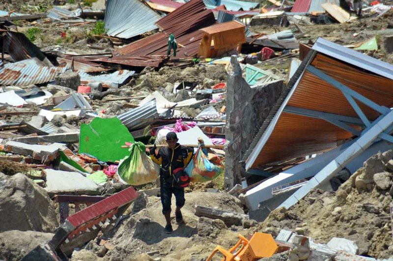 Desperation everywhere, aid slow to reach Indonesia victims