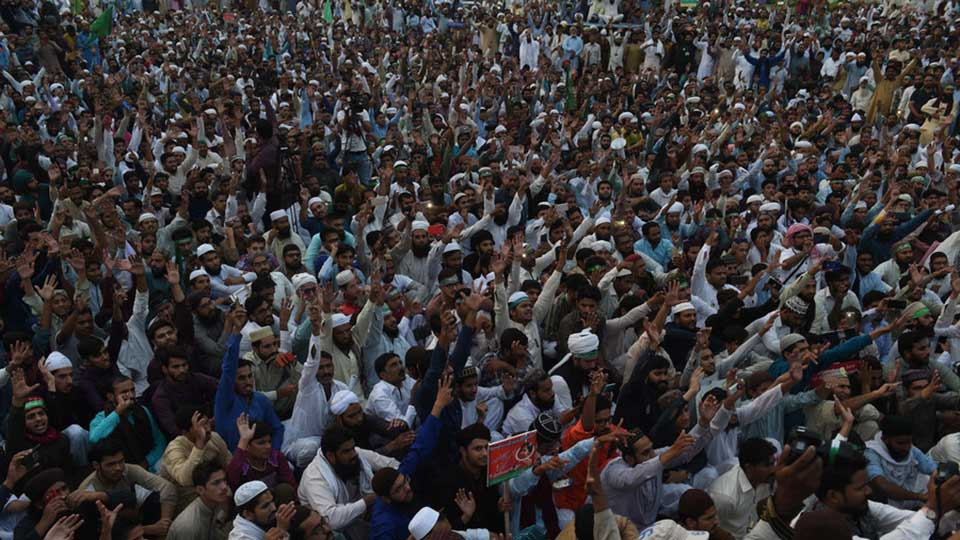 Pakistanis rally to demand death for Christian woman facing execution for blasphemy (PHOTOS)